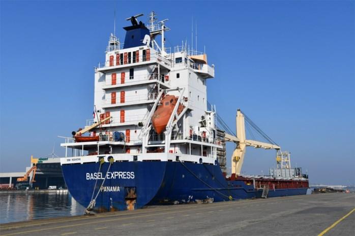 """Laatste bemanningslid vertrekt na drie maanden aan boord van rampschip: """"Maar het schip zélf kan daar nog jaren liggen"""""""