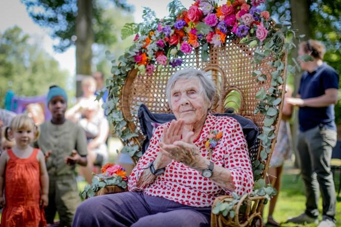 Dubbel feest voor honderdjarige GVA-fan Mariette Cassiers