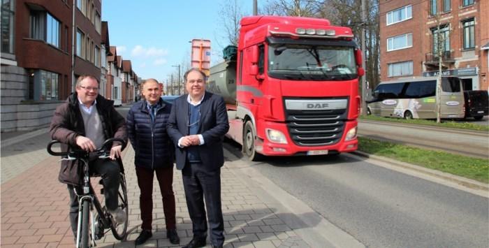 ANPR-cameraschild rond Mortsel krijgt vorm, gemeenten willen zwaar wegverkeer weren tijdens werken aan R11