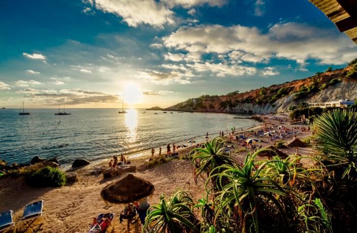 Belgische toerist (29) kritiek op Ibiza na mislukte duik in zwembad van eerste verdieping