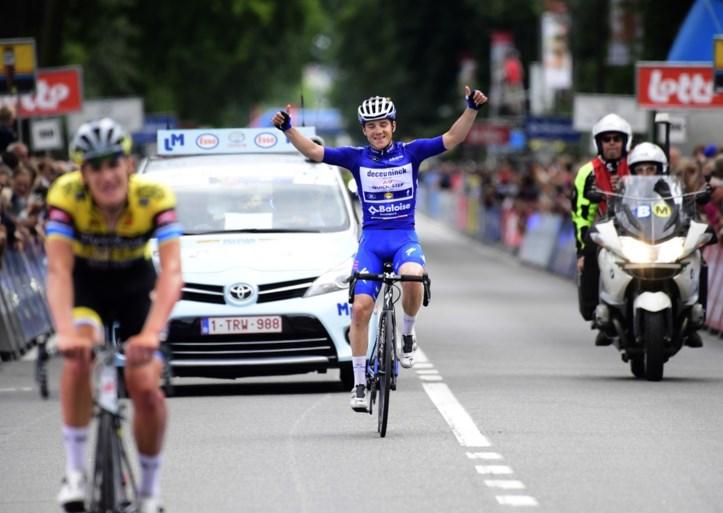 Bryan Coquard wint met overmacht hectische sprint in slotetappe, Remco Evenepoel pakt eindklassement Baloise Belgium Tour