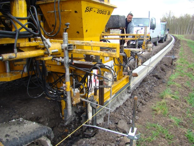 Oud asfalt wordt fundering voor nieuw jaagpad langs Kleine Nete