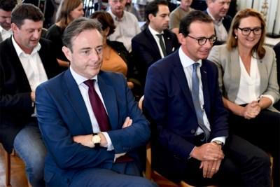 """Wantrouwen tegenover formateur groeit na derde gespreksronde met Vlaams Belang: """"Verkent De Wever of onderhandelt hij?"""""""