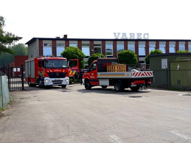 Brandweer blust brand bij Varec nog uren na