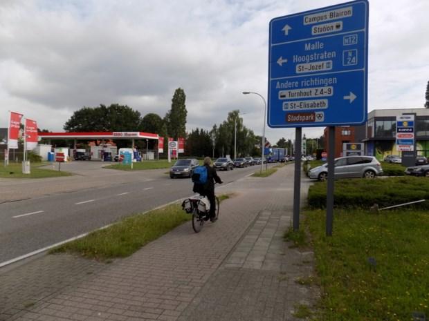 """Fietsers juichen heraanleg Steenweg op Gierle toe: """"Levensgevaarlijk om hier over te steken"""""""