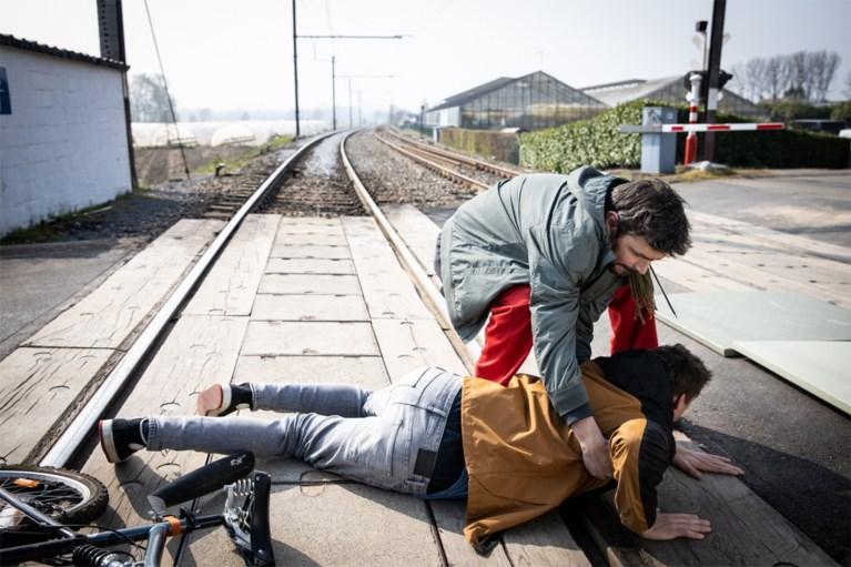 """Dramatische verhaallijn in 'Thuis' kaart spoorlopen aan: """"Hopelijk schudden deze scènes Vlaanderen wakker"""""""