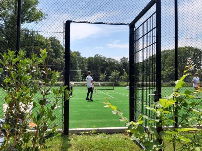 Vrijbroekpark legt kunstgrasvelden aan voor tennissers