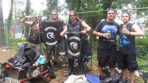 """Duizenden metalheads verzamelen aan ingang Graspop: """"Rustig naar de camping, we hebben tijd"""""""