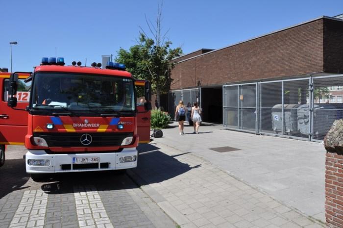 Brandweer rukt uit naar Atheneum Boom
