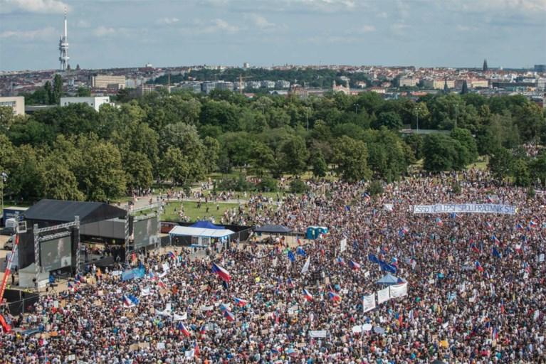 Ongezien massaprotest in Praag tegen miljardair-premier
