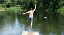 Een verfrissende duik in de rivier of vijver de komende dagen? Geen goed idee