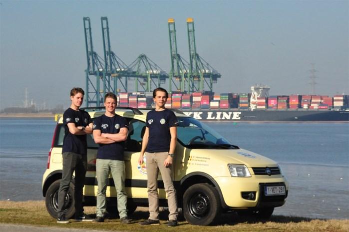 """Antwerpse vrienden rijden met Fiat Panda tot diep in Rusland: """"We zetten wel wat spullen op het dak"""""""