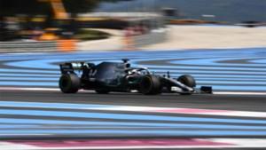 Lewis Hamilton zorgt voor tiende Mercedes-zege op rij in Frankrijk, Max Verstappen eindigt vierde