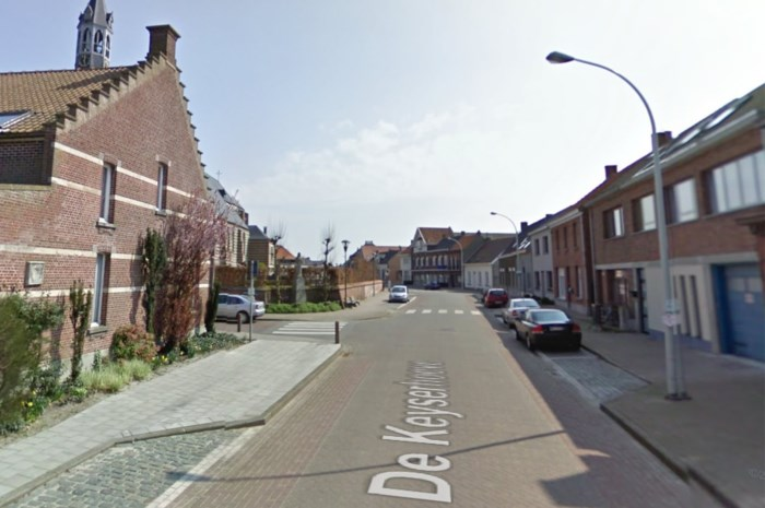Land Rover in brand gestoken in Zandvliet