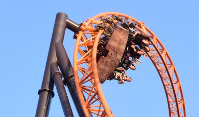 Waaghalzen testen interactieve rollercoaster Fury in Bobbejaanland uit