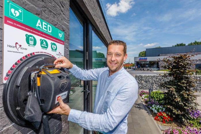 """Brandweerman investeert zelf in AED aan zijn gevel: """"Vijf extra toestellen plaatsen is niet voldoende"""""""