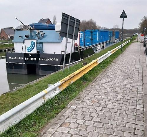 'Stinkboot' teistert al jaar buurt van sluis in Battel, oplossing in de maak