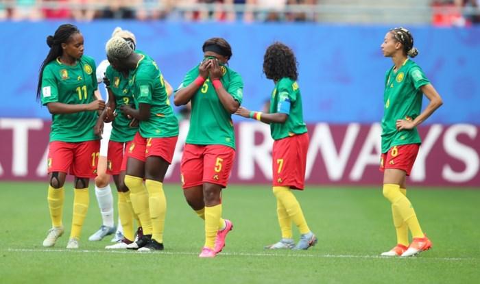 FIFA klaagt Kameroen aan na compleet uit de hand gelopen wedstrijd op WK vrouwenvoetbal
