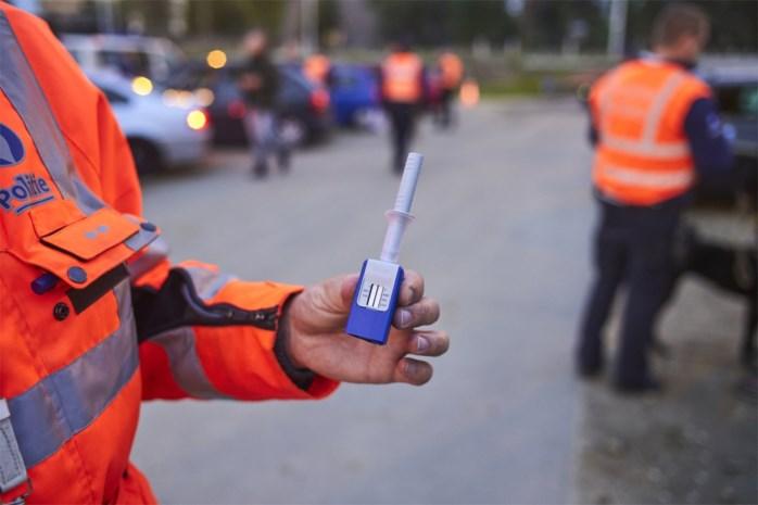 Neven proberen politie om de tuin te leiden met wisseltruc tijdens alcoholcontrole