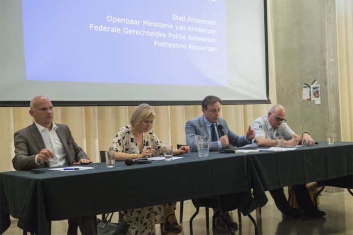 Infovergadering na granaataanslagen: extra middelen, maar geen spectaculaire resultaten