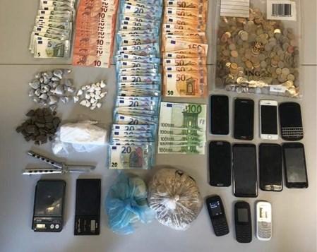 Politie vindt drugs in geheim compartiment in auto