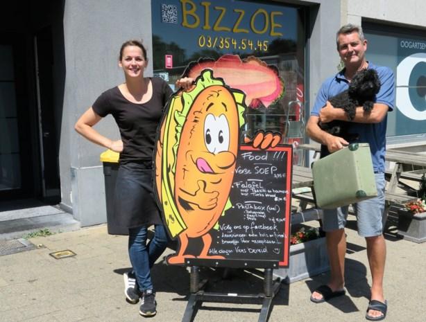 Pat en Nancy verhuizen naar Spanje en laten broodjeszaak Bizzoe over aan zussen Dana en Kelly