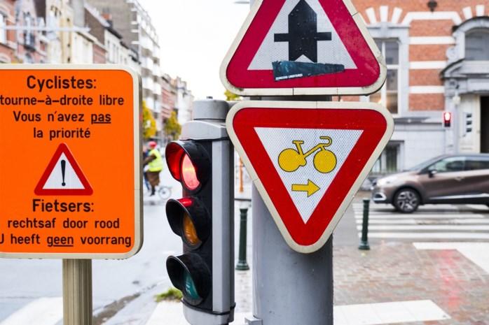 Antwerpen onderzoekt rechtsaf door rood voor fietsers