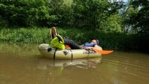 Uw reporter vaart in een opblaasbootje van Herentals naar Lier: kleine Nete, grote verhalen