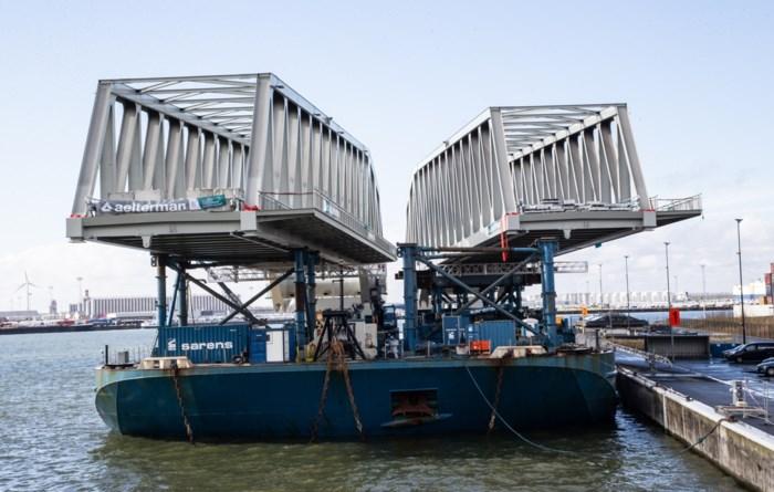 Eerste trein over nieuwe spoorbrug Kieldrechtsluis