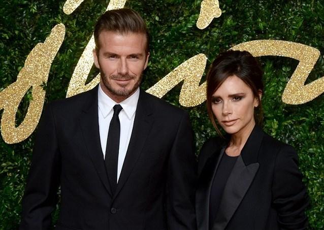 Victoria en David Beckham vieren twintig jaar huwelijk met foto's uit de oude doos