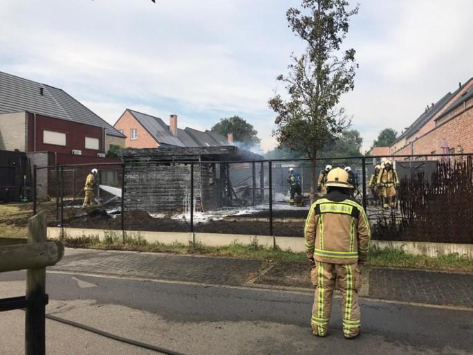 Tuinhuisjes en carport gaan in vlammen op
