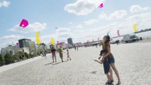 """Openingsfeest vernieuwde Scheldekaaien lokt duizenden bezoekers: """"Als een zeedijk in eigen stad"""""""