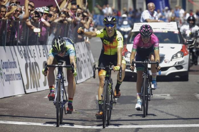 Piepjonge vluchtster wint vierde etappe Giro Rosa, Poolse Niewiadoma behoudt leidersplaats