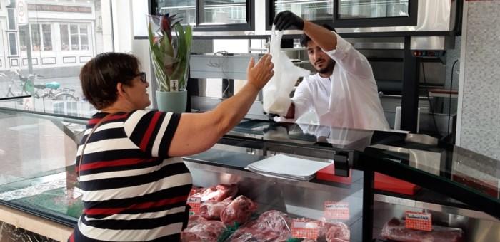 """Bakkerij in Mortsel opent nu ook halalslagerij: """"We vullen een gat in de markt"""""""