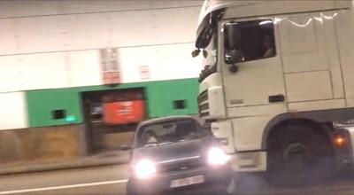 """Bestuurder van aangereden auto: """"Eén kilometer meegesleurd, maar truckchauffeur had niets gemerkt"""""""