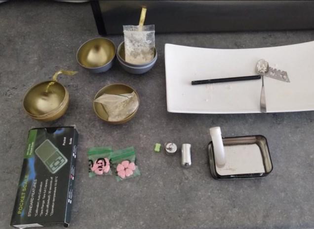 Politie vindt cannabis, xtc, speed en 'spacekoeken' tijdens huiszoekingen