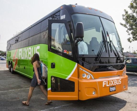 """Flixbus laat mama en dochter (13) achter op snelwegparking: """"Moesten maar zelf naar bestemming gaan"""""""