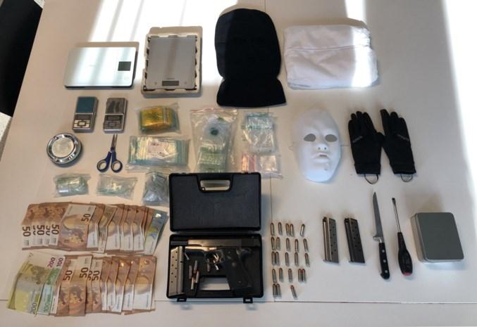 Wapen, masker en overall gevonden in garagebox in Wijnegem
