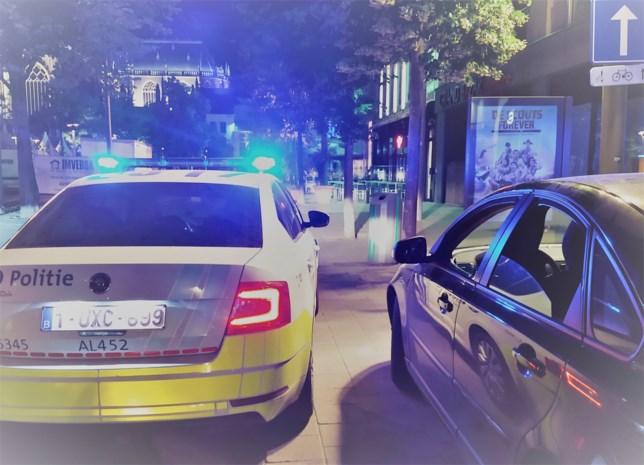 Man toetert er op los omdat politiewagen 'niet snel genoeg rijdt'