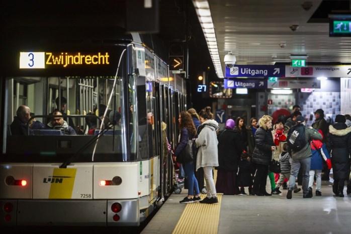 Gemeenten krijgen inspraak in en geld voor bussen en trams: 226 miljoen euro voor vervoerregio's via De Lijn