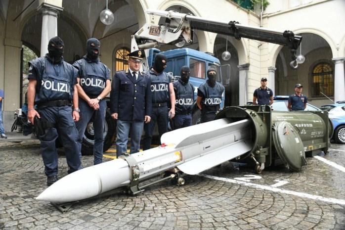 Hoe komt raket bij neonazi's? Politie onderzoekt herkomst wapen