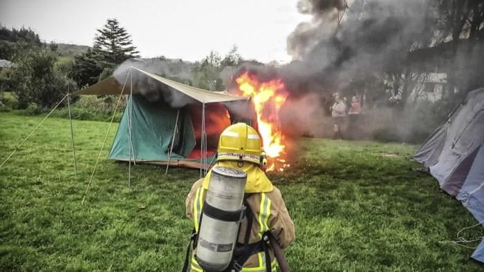 """Brandwondencentrum waarschuwt voor powerbanks: """"Plaats een rookmelder in je tent"""""""