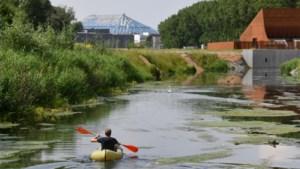 """In een opblaasbootje naar het Sportpaleis: """"Denk maar dat het autogeraas de zee is"""""""