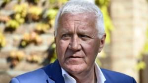 """Patrick Lefevere legt schuld voor val Wout van Aert bij Tourorganisatie: """"Dit mocht echt nooit gebeurd zijn"""""""