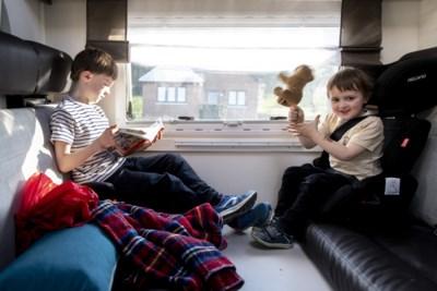 Met de mobilhome en twee kinderen door België: steppen op een ongebruikte snelweg