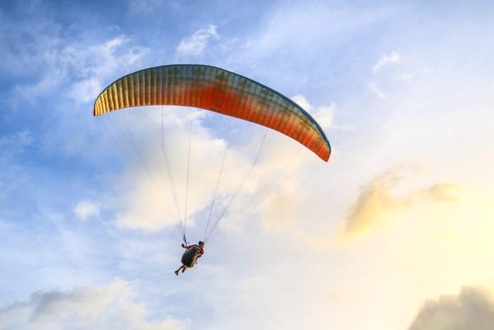 Festivalgangers denken paraglider te zien neerstorten aan Tomorrowland