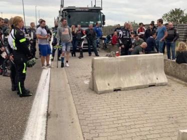 """Kameraden eren verongelukte motard: """"Zonder dat betonblok had dit anders kunnen aflopen"""""""