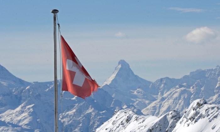Belg (47) verliest controle tijdens cursus paragliden en stort te pletter in Zwitserland