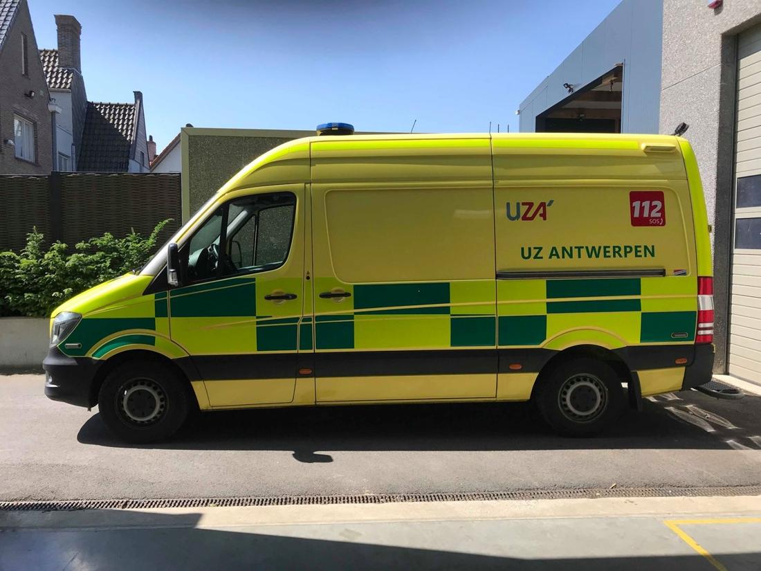 Terwijl ambulanciers patiënt helpen in Hoboken, steelt onbekende hun gps - Gazet van Antwerpen