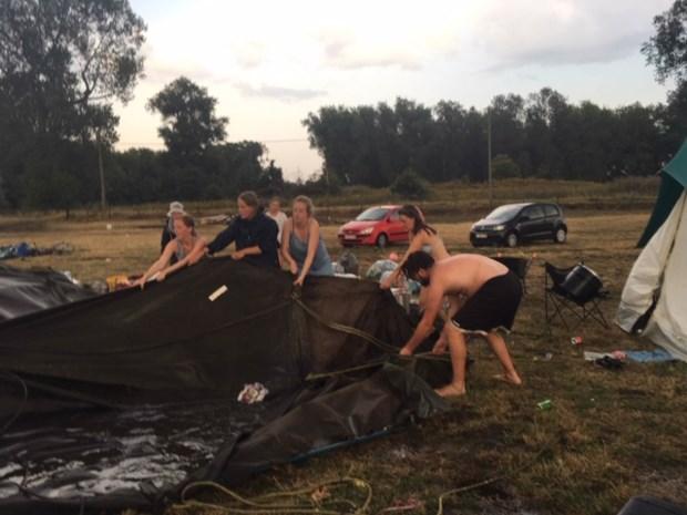 Stormweer jaagt scouts uit hun tent: kamp Sint-Theresia Elsdonk 's nachts ontruimd